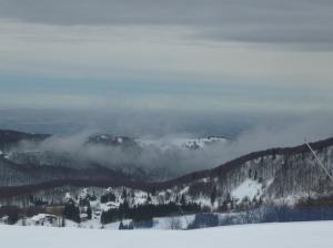 Vista verso valle dal Tremol 1, e il bel tempo si fa intravedere
