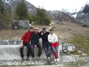 Foto di gruppo alla fontana di malga Cate