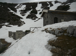 Bivacco Battaglione Gemona e alcuni resti del villaggio militare