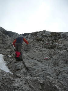 Verso il Jof di Miezegnot, con piccolissimi passaggi di 1° grado su roccia friabile