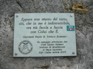 La targa dedicata a Papa Giovanni Paolo II