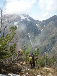 Discesa da versante nord tramite il sentiero CAI 696