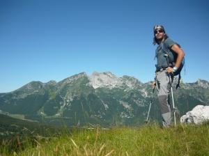 Cima Pala Fontana, 1637 metri slm, e sullo sfondo il gruppo del Monte Cavallo