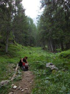 Attimo di pausa lungo il sentiero CAI 361