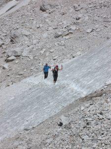 Lungo il sentiero alto, uno dei tanti nevai
