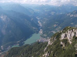 Lago di Alleghe dalla cima del Col di Rean