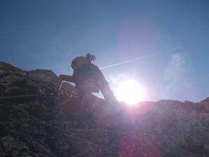 Tony sulla via ferrata Lipella, con una spalla lussata riesce pure ad arrampicare