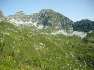 Sentiero Gerometta alla base della Val Sughet, con cima Manera e Cimon dei Furlani