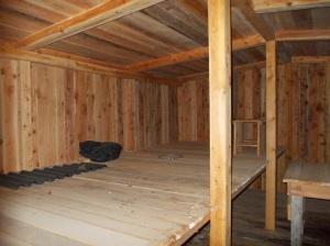 Ricostruzione dei dormitoi all'interno di una galleria di guerra