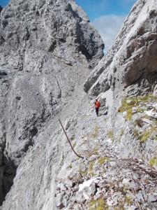 La larga cengia che porta a Creta di Cjanevate