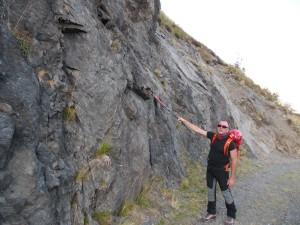 Spinta della faglia con rocce prevalentemente vulcaniche dopo esser stati tutto il giorno fra Dolomia, marmi e calcare.