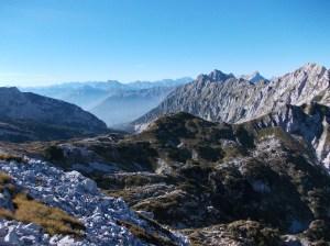 Forcella Sestier e le creste che vanno fino al Messer (la cima che si vede spuntare sulla destra)