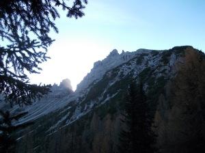 L'alba dietro lo Sfornioi