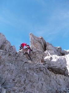Salendo la piccola formazione rocciosa