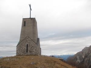 Sulla cima, la chiesa del Redentore sul Cuarnan, 1372 metri slm