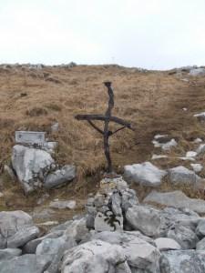 Croce in ferro lungo il sentiero CAI 715