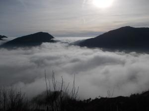 Monte Fara e Pala D'Altaei fra un mare di nuvole