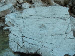 L'impronta ben visibile e sull'angolo in altro a sinistra la seconda