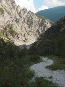 Il ghiaione che porta al torrente Suisaibes