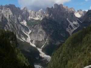 Verso l'auto, ammirando il Campanile di Val Montanaia