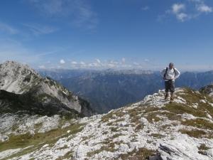 Lerri verso cima Valgrande. Sullo sfondo il Resettum