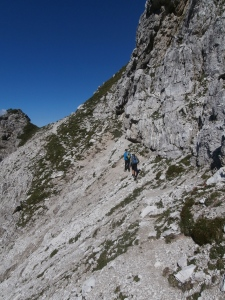 Le prime cenge del sentiero alpinistico
