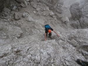 Michele impegnato nella breve arrampicata