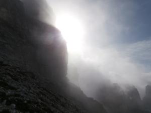 Luce fra le nubi e la roccia