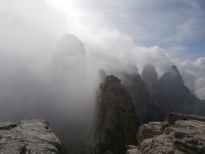 Prima dell'ultimo tratto che porta alla cima degli Sfornioi Nord, vista verso forcella dei Pupe