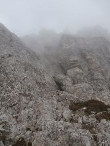 Dopo le facili roccette, il canale di II grado