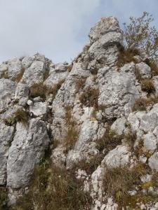 Le facili roccette che portano nuovamente alla dorsale