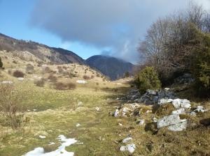 Val de Lama. Sullo sfondo il monte Candole