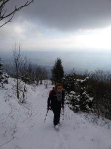 Valentina risale il sentiero CAI 981