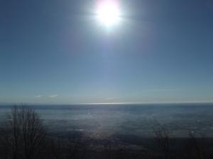 Il sole si specchia sull'Adriatico