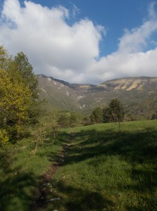 Oltre il Santuario, cercando il tratturo per attraversare la valle dell'Ossena