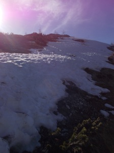 Breve lingua di neve da oltrepassare