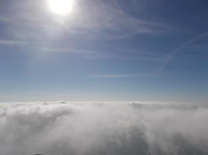 Tutt'attorno, un mare di nuvole