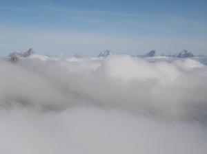 Le cime più alte bucano le nuvole