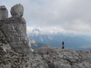 Sopra forcella Piccola, sullo sfondo l'Antelao