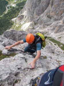 Salendo su roccia magnifica pochi metri a destra della ferrata