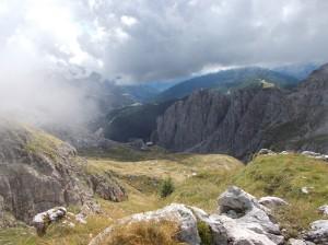 Rifugio Sonino visto salendo verso cima Coldai