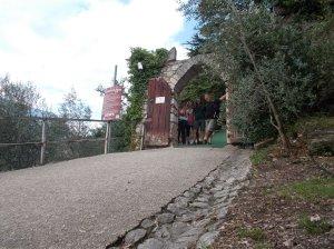Autoscatto all'entrata del castello di Arco