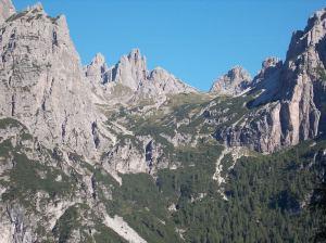 Monfalcon di Forni e la sua valle