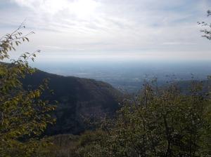 Panorama verso valle. Su quella dorsale, il sentiero di rientro
