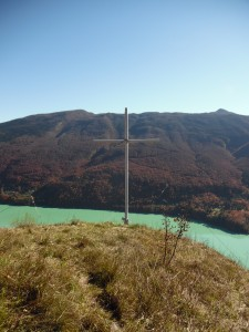 Croce sul promontorio sopra Barcis
