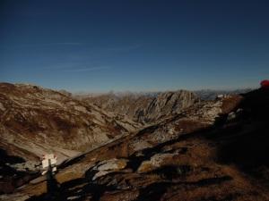 Panorama verso il Sestier e, dietro, le Dolomiti Friulane