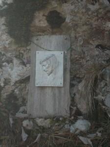 Il Cristo al Belvedere che s'incontra lungo il sentiero CAI 978