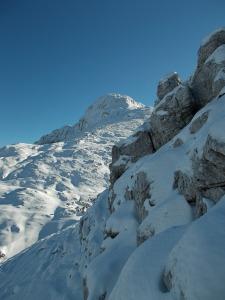 Salendo la cresta che da forcella Laste porta al Cornor