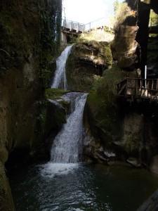 Le marmitte formate dall'acqua, forse danno il nome al fiume (caglieron, cioè calderone)