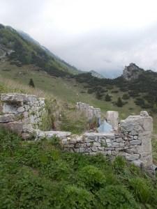 Vecchie stalle di casera Lodina